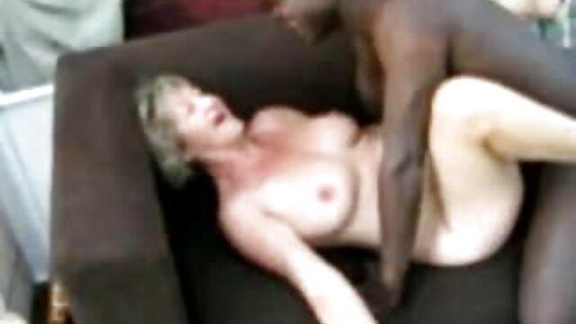 Porno de groupe porno en hd gratuit russe: deux mecs baisent une jeune nana