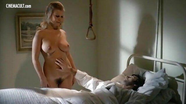 Mamies film porno vf complet avec de jeunes lesbiennes