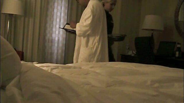 Deux filles film porno en hd gratuit baisent un mec