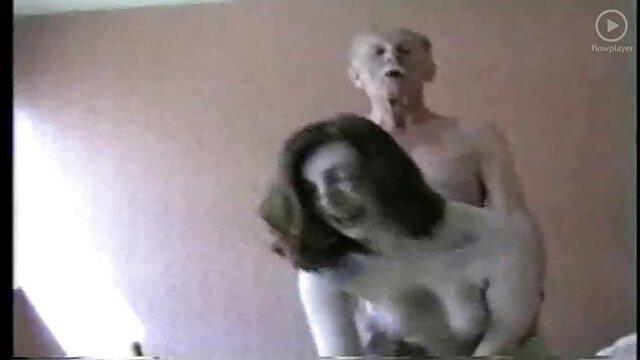 Frère baise deux film porno gratuit hd soeurs