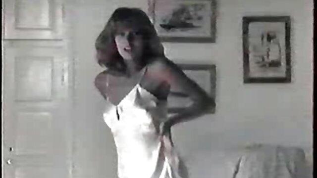 Femme gémit pendant le meilleur film porno hd sexe