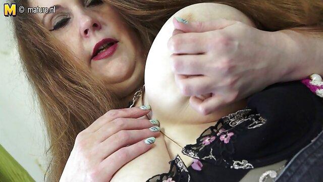Femme affamée alice in wonderland 1976 hd mange du sperme